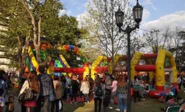 """Miles de vecinos disfrutaron de la feria """"Sabores del mundo"""" durante el fin de semana"""