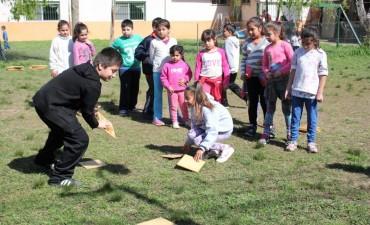 Junto a la Dirección de Deportes, chicos de La Josefa disfrutan de juegos recreativos