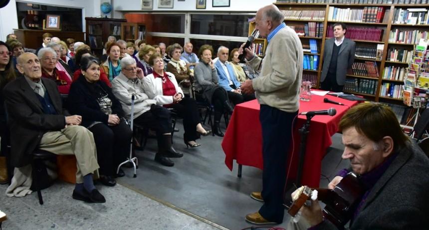 Homero Expósito fue homenajeado en la Biblioteca Pública Municipal