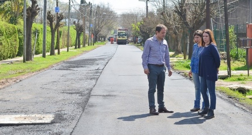 Ahora las obras de reasfaltado de calles avanzan por Las Campanas