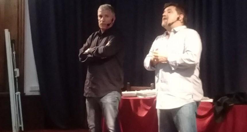 Omar Labruna junto a Ricardo Caruso Lombardi de visita en Campana