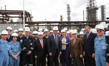 El gobernador Daniel Scioli visitó las obras de ampliación de la refinería de AXION energy en Campana