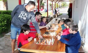 """Las """"Simultáneas de Ajedrez"""" se realizaron en la Plaza """"España"""""""