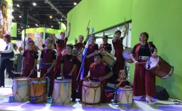 Niños y jóvenes del taller de bombos municipal se lucieron en la Feria Internacional de Turismo