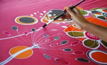 Comienza un nuevo taller municipal de pintura en tela