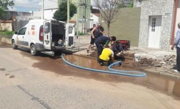 Tras gestiones del Municipio, ABSA reparó una importante pérdida de agua en el casco urbano