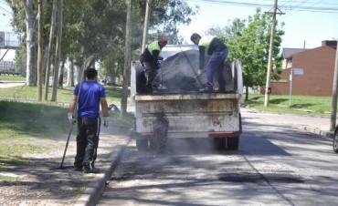 Comenzaron los trabajos de bacheo en Ariel del Plata