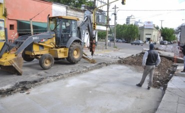 El Municipio realiza trabajos de bacheo y entubado en 9 de Julio y Belgrano