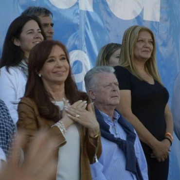 Rubén Romano, invitado especial  de Cristina Kirchner en Escobar