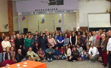 Adultos mayores de Los barrios unidos celebraron el 8º aniversario de dictado de talleres