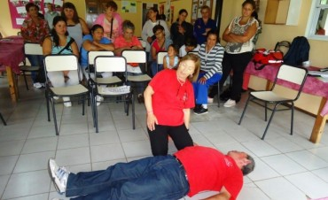 """""""Más Vida"""" y Cruz Roja Campana capacitan en primeros Auxilios a Vecinos de la Isla"""