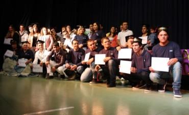 Se entregaron diplomas a nuevos egresados del Plan Fines