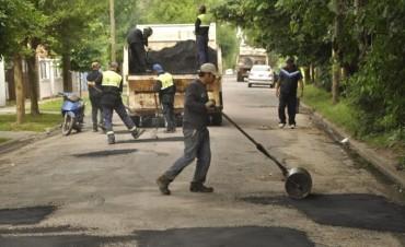 Continúan los trabajos de bacheo en Ariel del Plata