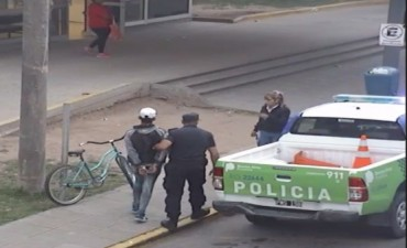 """Las cámaras del CIMoPU permitieron detener a tres """"mecheros"""" que robaron un local céntrico"""