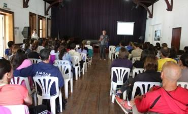 """Educación física: profesores y estudiantes se capacitaron sobre el método """"Movitransfer"""""""
