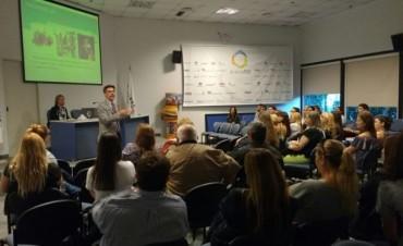 AcercaRSE realizó su evento de cierre de año con una charla sobre adicciones en Osde Zárate