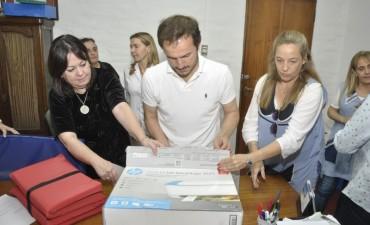 El Municipio entregó materiales a establecimientos educativos
