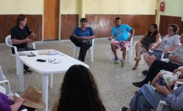 Vecinos de la ciudad participaron de un taller de huerta familiar