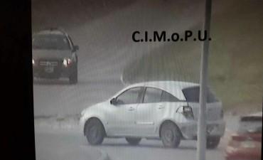 Las cámaras del CIMoPU permitieron recuperar un auto robado y detener a los delincuentes