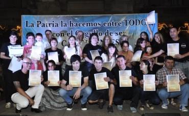 850 adultos que terminaron el secundario  fueron protagonistas de un emotivo festejo