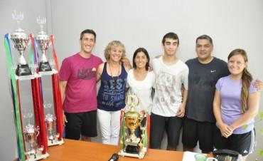 """Los equipos ganadores del Torneo """"Pasión por Mi Ciudad"""" recibieron sus trofeos"""