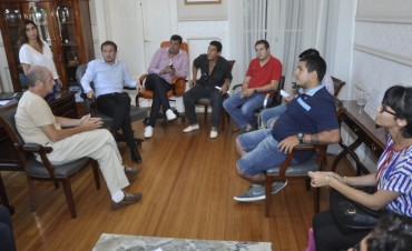 Abella se reunió con integrantes de Otamendi Fútbol Club