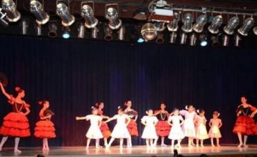 El Taller Municipal de Danzas finalizó el año con un sensacional show