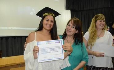Continúan las entregas de diplomas a los egresados de Plan Fines