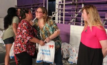 Beneficiarios de programas sociales recibieron kits navideños
