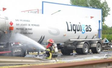 Panamericana está cerrada al tránsito por choque de dos camiones