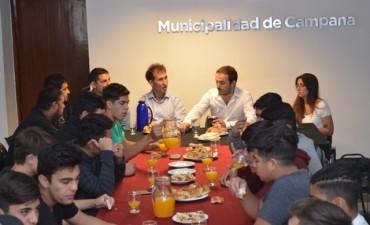 El Intendente compartió un desayuno con jóvenes deportistas