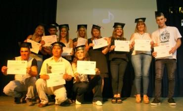 Más de 100 alumnos terminaron la secundaria a través del Plan Fines