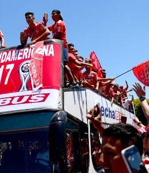 Independiente volvió al país con otra Copa Internacional
