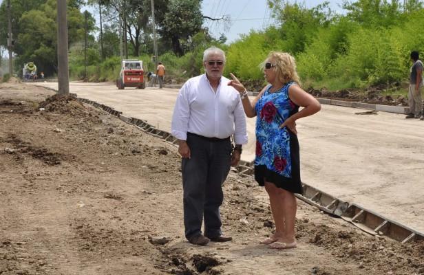 La Intendente Giroldi recorrió las obras de construcción de la colectora del B° Las Acacias