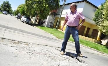 Cazador reclamó por una importante rotura de pavimento en Capilla del Señor y Mathew