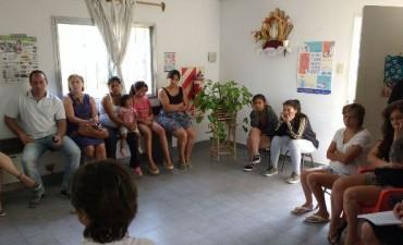 Reunión con vecinos del barrio Los Pioneros por el caso de Hantavirus