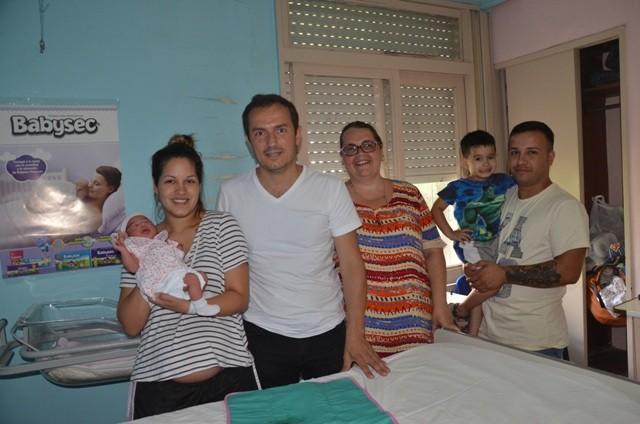 El Intendente visitó a Victoria, la primera bebé del año