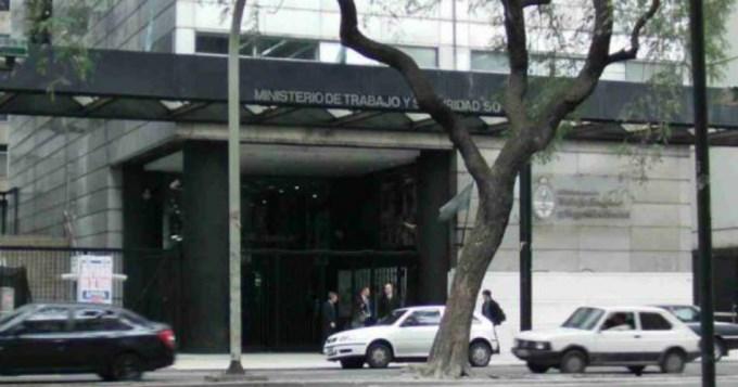 Ministerio de Trabajo cita a reunión urgente con clubes
