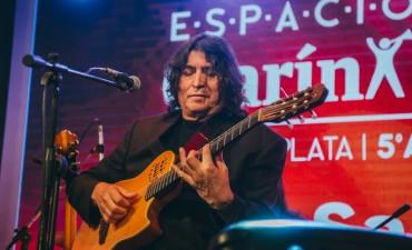 Luis Salinas deleitó con su música