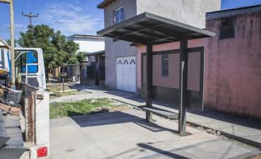 En San Felipe avanza la construcción de veredas y refugios de colectivo