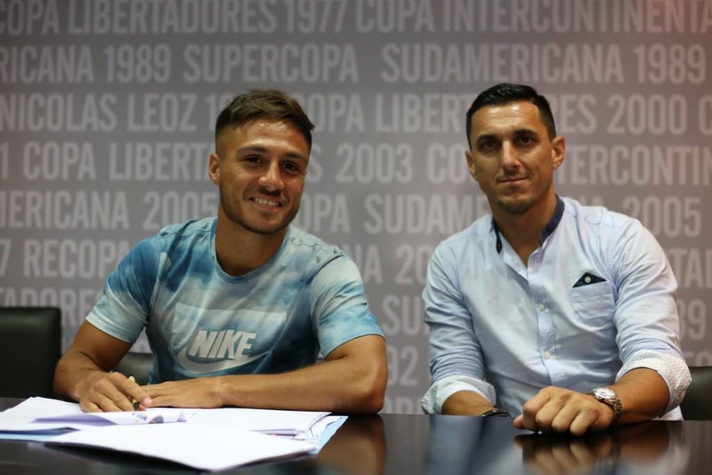 Kevin Mac Allister firmó su contrato con Boca Juniors