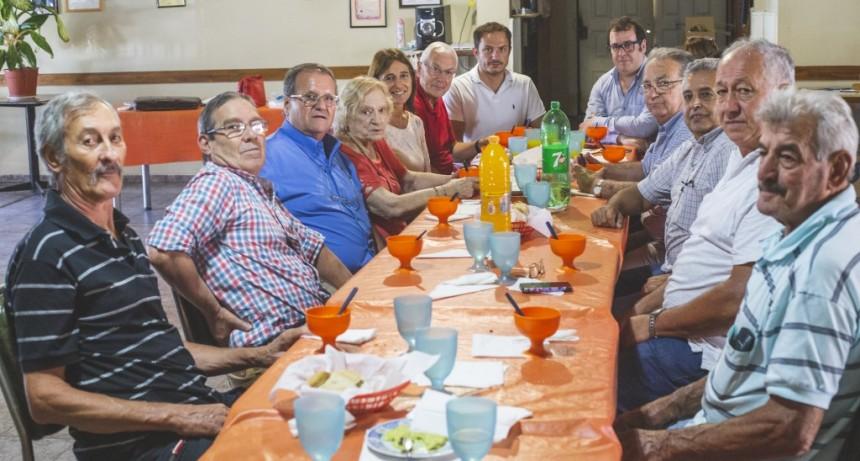 El Intendente y el Director del PAMI Luján compartieron un almuerzo con adultos mayores