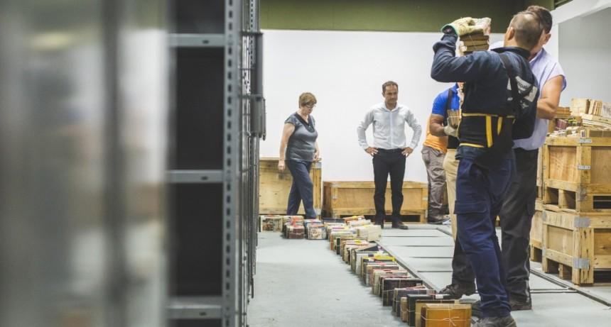 Biblioteca Pública Municipal: comenzaron a desembalar los libros en el nuevo edificio del Parque Urbano