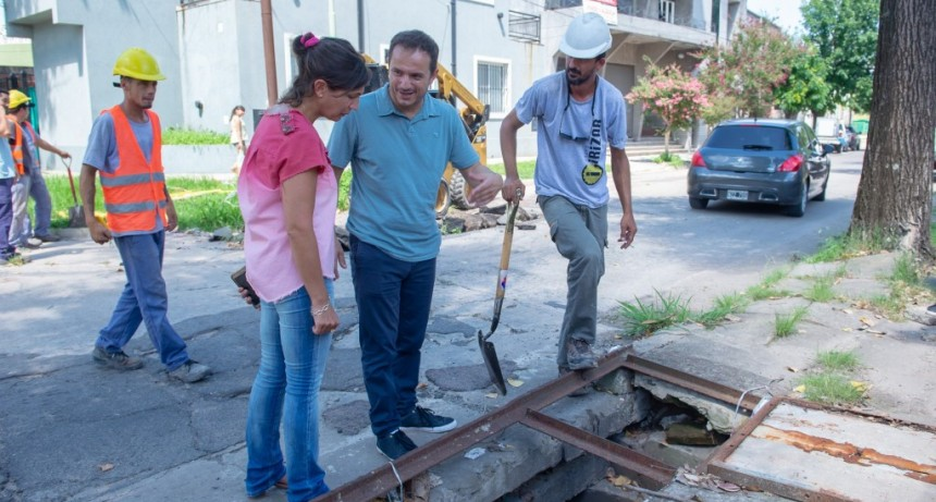 Realizan una importante obra de bacheo de hormigón en la calle Alem