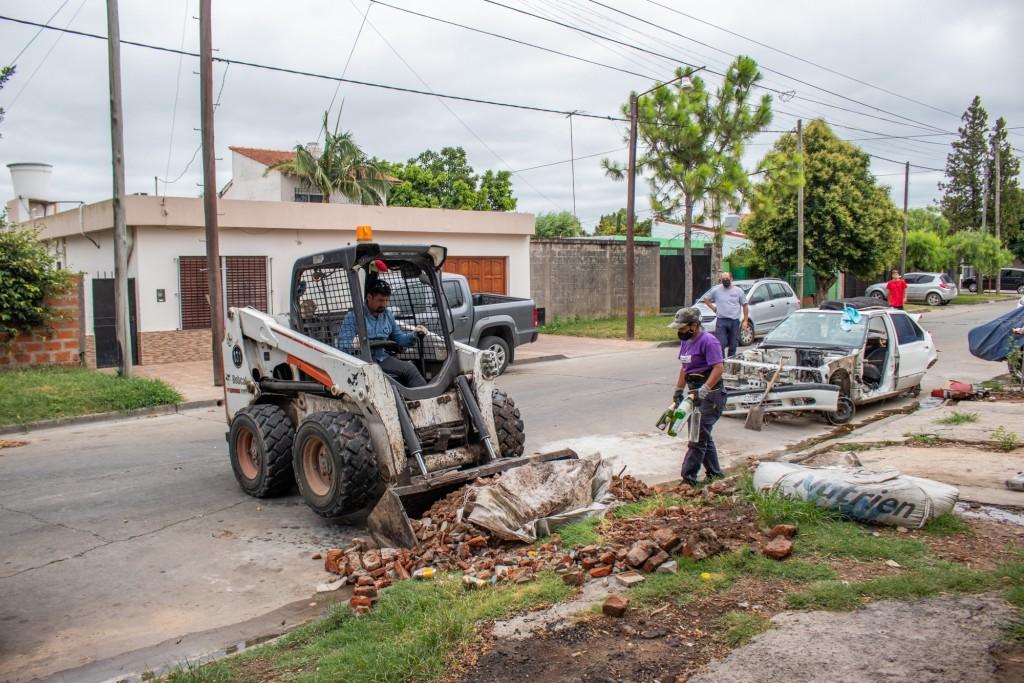 Solicitan a los vecinos no arrojar residuos en la vía pública