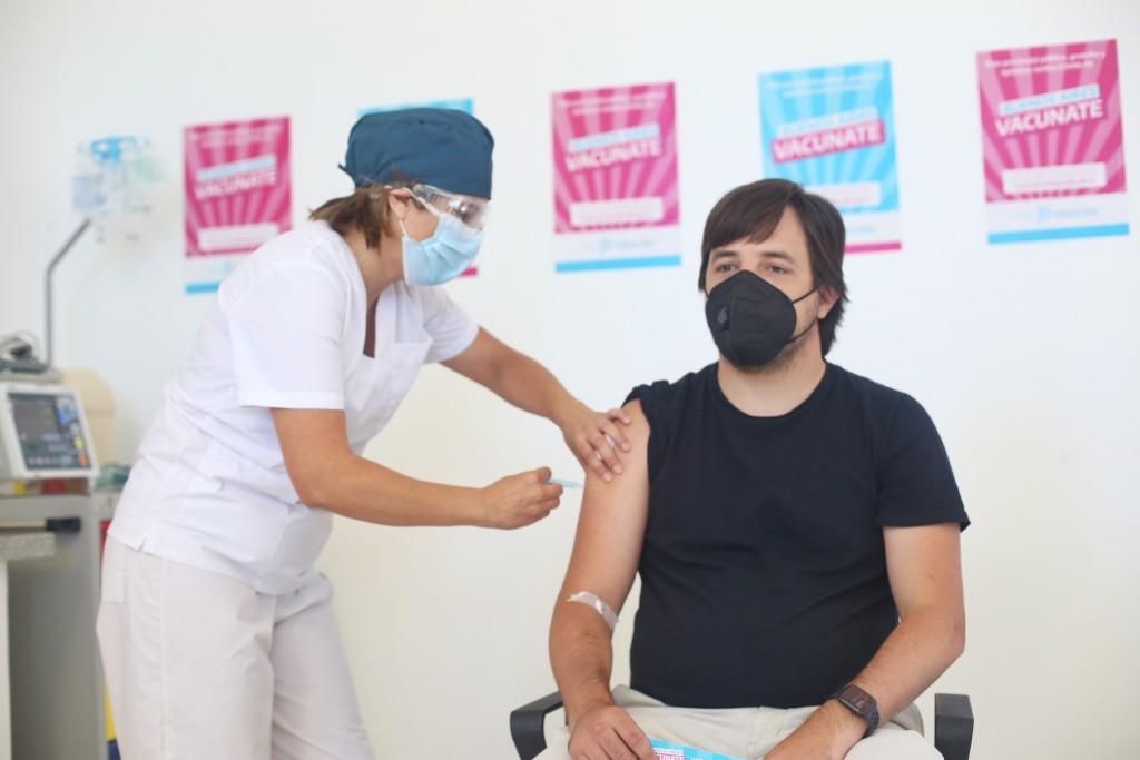 La Provincia comenzó la vacunación para mayores de 60 años y la aplicación de la segunda dosis