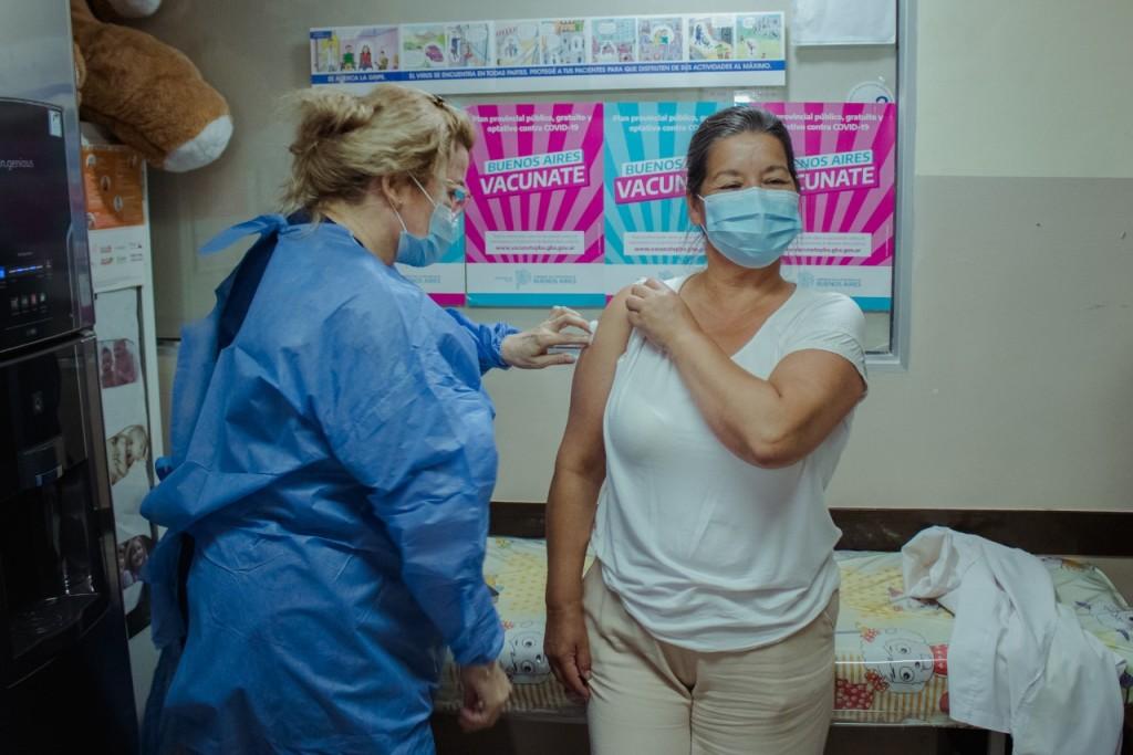 Siguen llegando las vacunas para el personal de salud pero aún faltan más del 78%