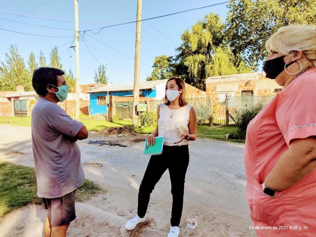 Vecinos piden por la reparación de las calles de centros educativos