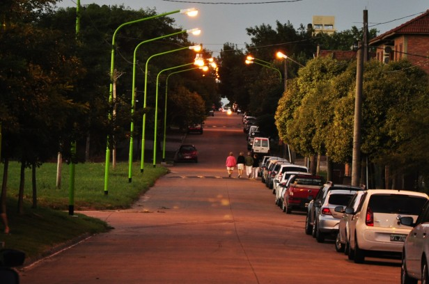 Se encendieron cerca de 50 nuevas luminarias sobre la calle Viamonte