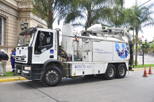 Por gestiones de la Intendente Giroldi ante Nación, un camión desobstructor de AYSA realizará la limpieza de la red cloacal